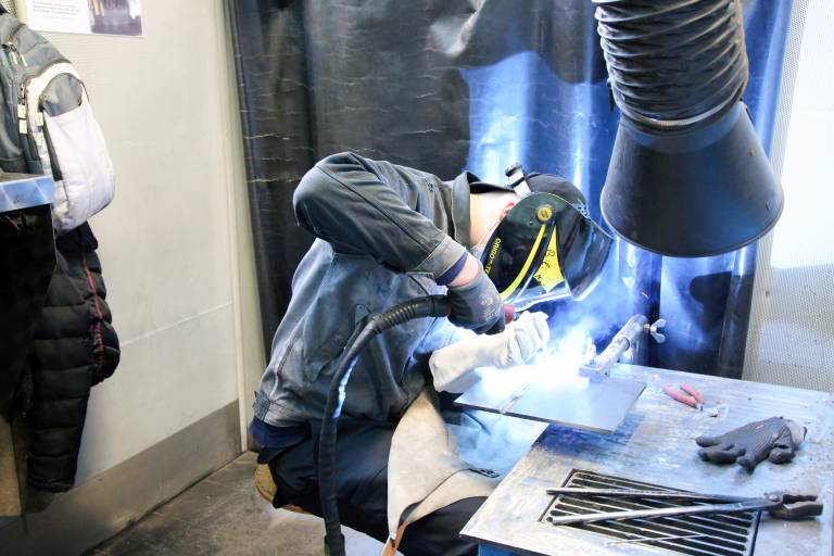 Mit modernstem Schweißequipment können sich Kursteilnehmer im WIFI OÖ bestmöglich auf ihre abschließenden Prüfungen vorbereiten. (Bilder: x-technik)
