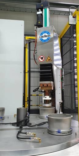 Der Servoantrieb TOX-ElectricDrive passt den Hub der Schweißelektrode individuell auf die jeweilige Topfgröße an.