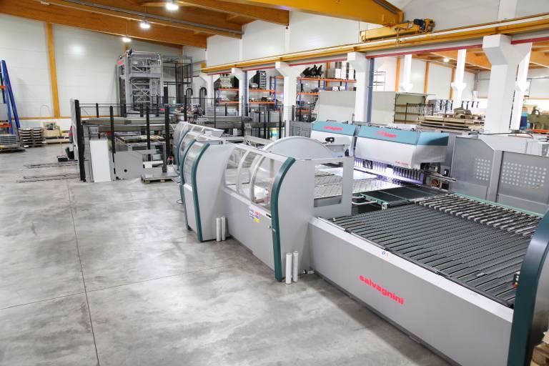 Zum Jahreswechsel wurde bei Panhuber bereits die dritte vollautomatisierte Produktionslinie S4+P4 von Salvagnini in Betrieb genommen. (Bilder: x-technik)