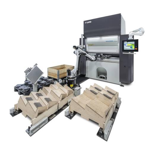 Das adaptive Biegesystem Easy-Form Laser ist eine Option für die 40 Tonnen schwere elektrische Abkantpresse Dyna-Press Pro, die das Herzstück der Dyna-Cell bildet.