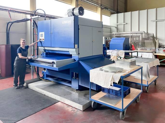 Die SMW 535 von Lissmac ist eine Schleifmaschine, die im Nassschliff-Verfahren für einen optimalen Oberflächenschliff sorgt. (Bild: Lechmann)
