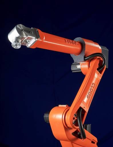Der agile und hochdynamische QIROX-Roboter QRC-300 eignet sich optimal für Kompaktzellen und -anlagen.