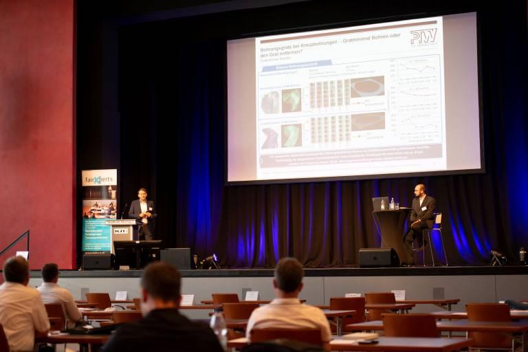 Nach langer coronabedingter Pause stieß die 9. Fachtagung Entgrattechnologien und Präzisionsoberflächen Ende Juni, die erstmals als Hybrid-Event durchgeführt wurde, bei Teilnehmern, Referenten und Ausstellern auf reges Interesse.