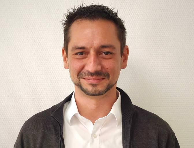 Daniel Käfer aus Besigheim-Ottmarsheim, geschäftsführender Gesellschafter der Käfer Werkzeugbau GmbH, setzt in diesen volatilen Zeiten auf ehrliche Kommunikation mit den Mitarbeitern und auf Fairplay der Auftraggeber.