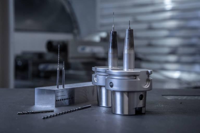 Der Standort in Kalifornien fungiert als Spezialist für Vollhartmetallwerkzeuge und insbesondere High-End-Mikrowerkzeuge.