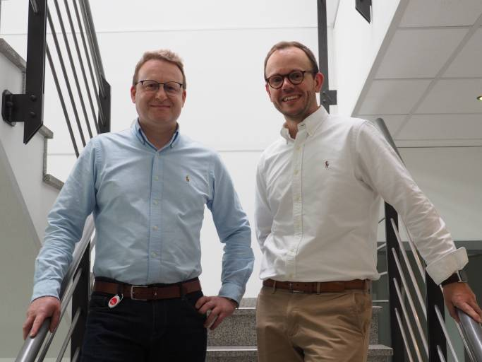 Stefan Becker (links) ist seit Anfang Juli Geschäftsführer der Fastems Systems GmbH und leitet seither  gemeinsam mit Heikki Hallila (rechts) das Unternehmen. (Bild: Fastems)