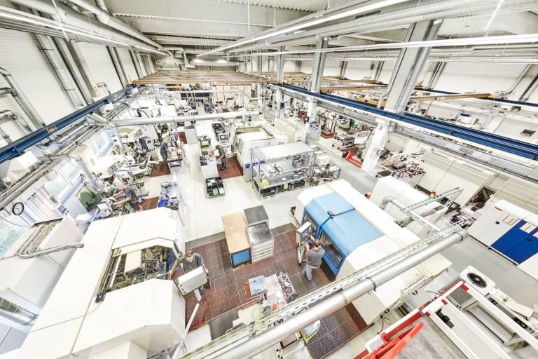 Seit Juli 2021 bietet Weiss Spindeltechnologie sein Know-how und seinen umfangreichen Maschinenpark als Lohnbearbeitung für verschiedenste Drehteile an. Im Zentrum der Dienstleitung stehen Laserauftragsschweißen, Schleifen, Wuchten und Laserbeschriftung.