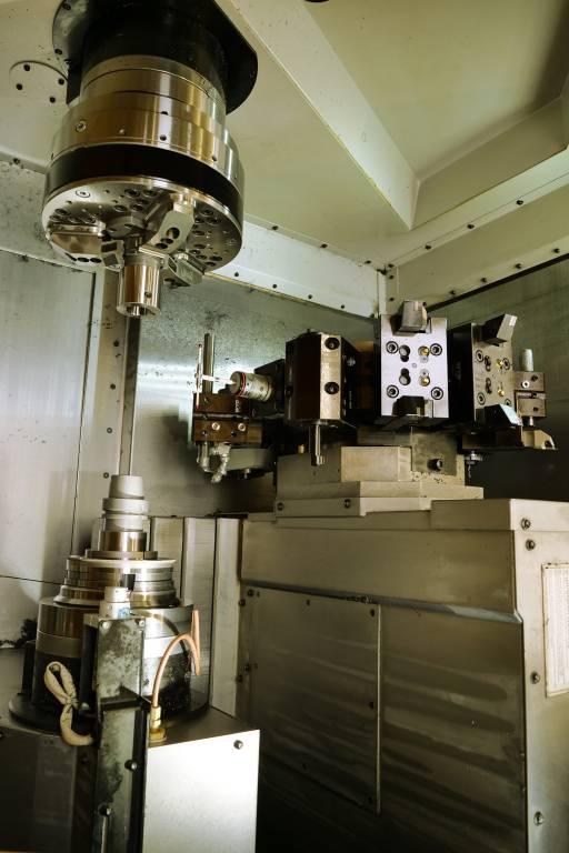 Die Hartdrehmaschine Hardinge T51 SP MSY wurde für eine kombinierte Dreh-, Fräs- und Schleifbearbeitung mit einer Schleifeinheit ausgestattet.