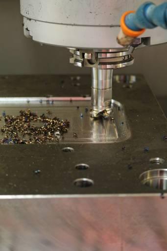 Die Oberfläche und die benötigte Kontur des Bauteils wurden mit Hochvorschubplatten vorgeschruppt und anschließend mit den Standard-WSP fertiggeschlichtet.
