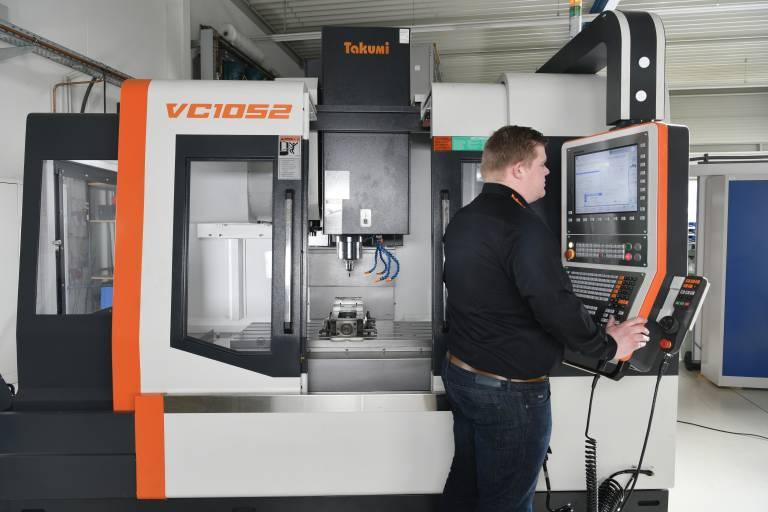Zur Umsetzung hochpräziser Fräsprozesse arbeitet die VC 1052 in allen drei Achsen mit Kugellinearführungen.