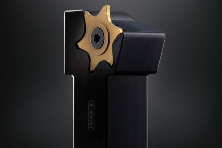Horn präsentiert mit der Geometrie FB eine Lösung zum Schlichten von Einstichen.
