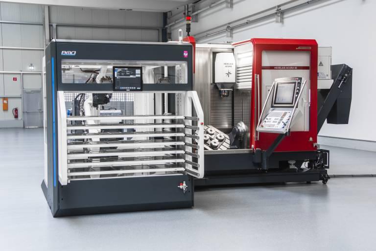 Die ACURA 65 EL ermöglicht ein herstellerunabhängiges Automatisieren der Fertigung durch ein Palettenhandlingsystem oder einen Roboter von der linken Maschinenseite. Damit kann mannlos automatisiert produziert werden.