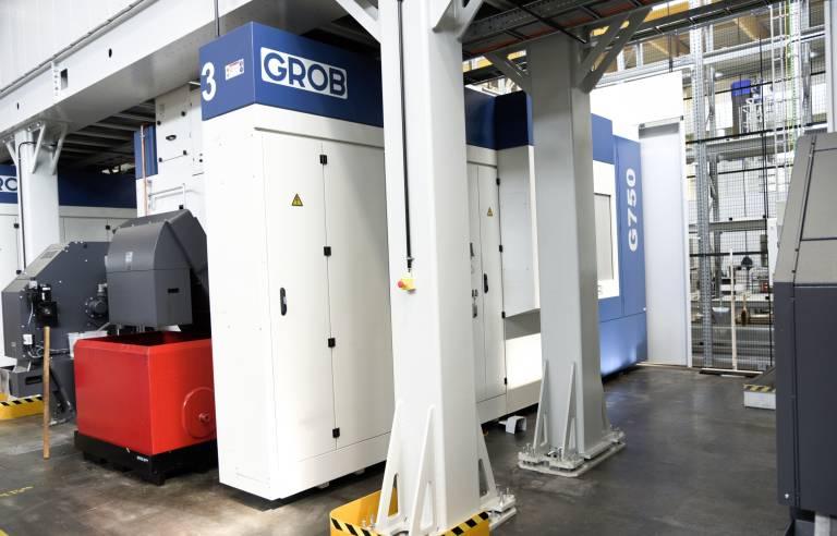 Die Grob G750 ist kompakt und platzsparend, Späneförderer und Kühlmitteltank sind direkt in der Maschine integriert und brauchen keine zusätzlichen Stellflächen.