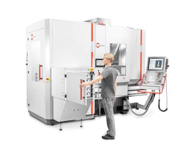 Robotersystem RS 05-2 mit 5-fach Schubladenspeicher - adaptiert an ein Hermle Bearbeitungszentren C 12 U.