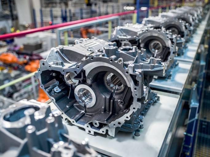 In Steyr werden exklusiv alle E-Antriebsgehäuse der neuen BMW E-Mobility-Flotte gefertigt. Auf einer Produktionslinie werden fünf verschiedene Gehäusevarianten produziert.
