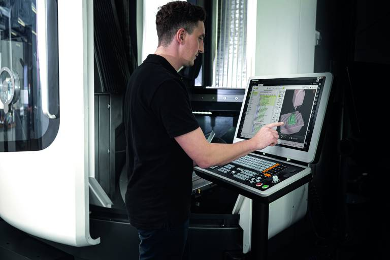 Die TNC7 unterstützt den Anwender mit durchdachten Lösungen – etwa mit einem äußerst vielfältigen Zyklenpaket, intelligenten Antastfunktionen und dem grafisch geführten Einmessen von Spannmitteln.